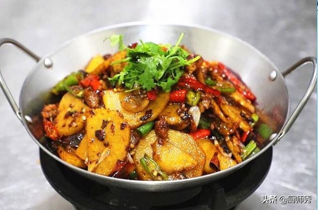 干锅土豆片的做法,这道干锅土豆片的做法值得收藏,麻辣干香,开胃下饭,味道太好了