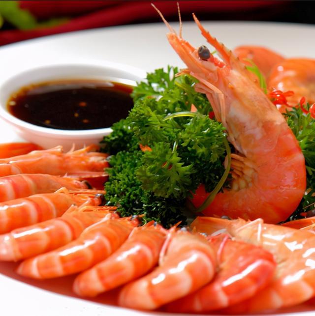 白灼虾的做法,做白灼虾加水是大忌,教你正确做法,虾肉鲜香入味,比饭店好吃