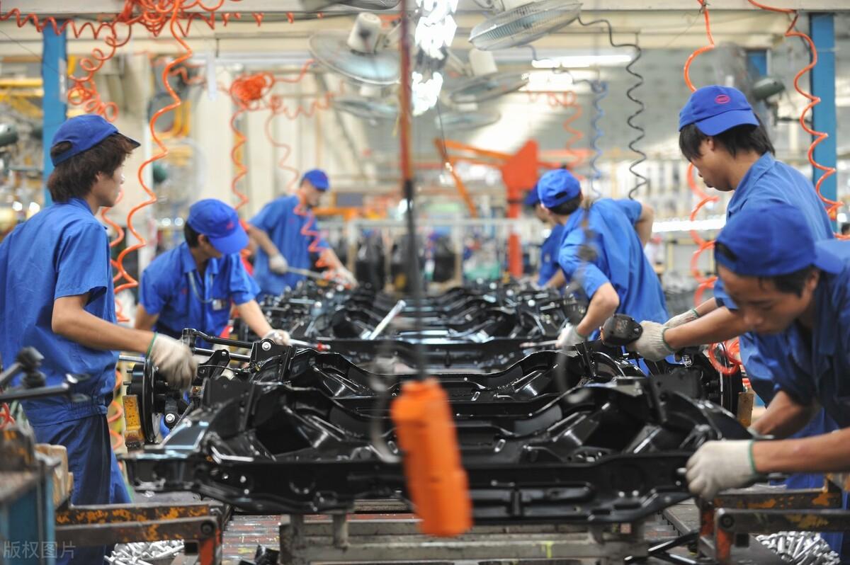 """电动车市场陷入严重""""内卷"""",价格战成常态,行业出路在哪里?"""