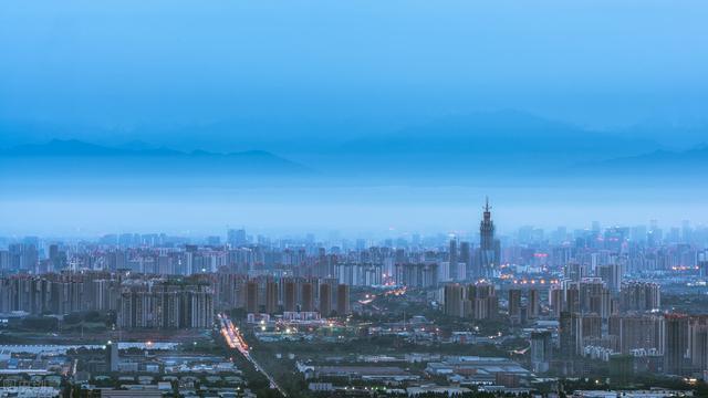 南京鸡鸣寺樱花反季盛开 丽江回应游客在石榴井游泳戏水
