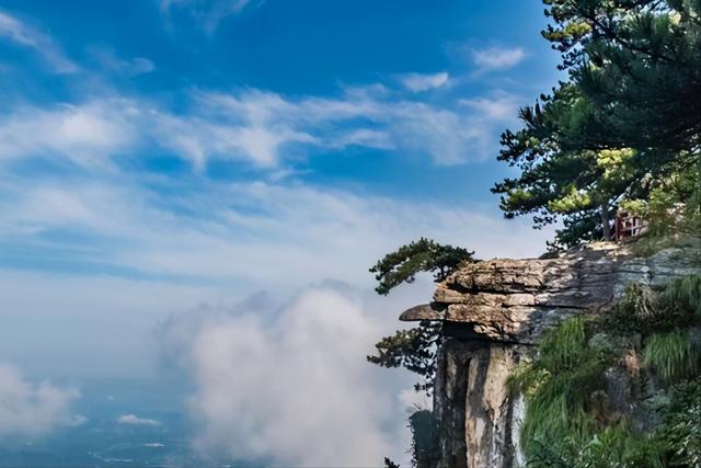 曾祥裕风水团队转山转水从各个角度欣赏庐山山峰的巍峨、奇峻、瑰丽、秀美的风姿