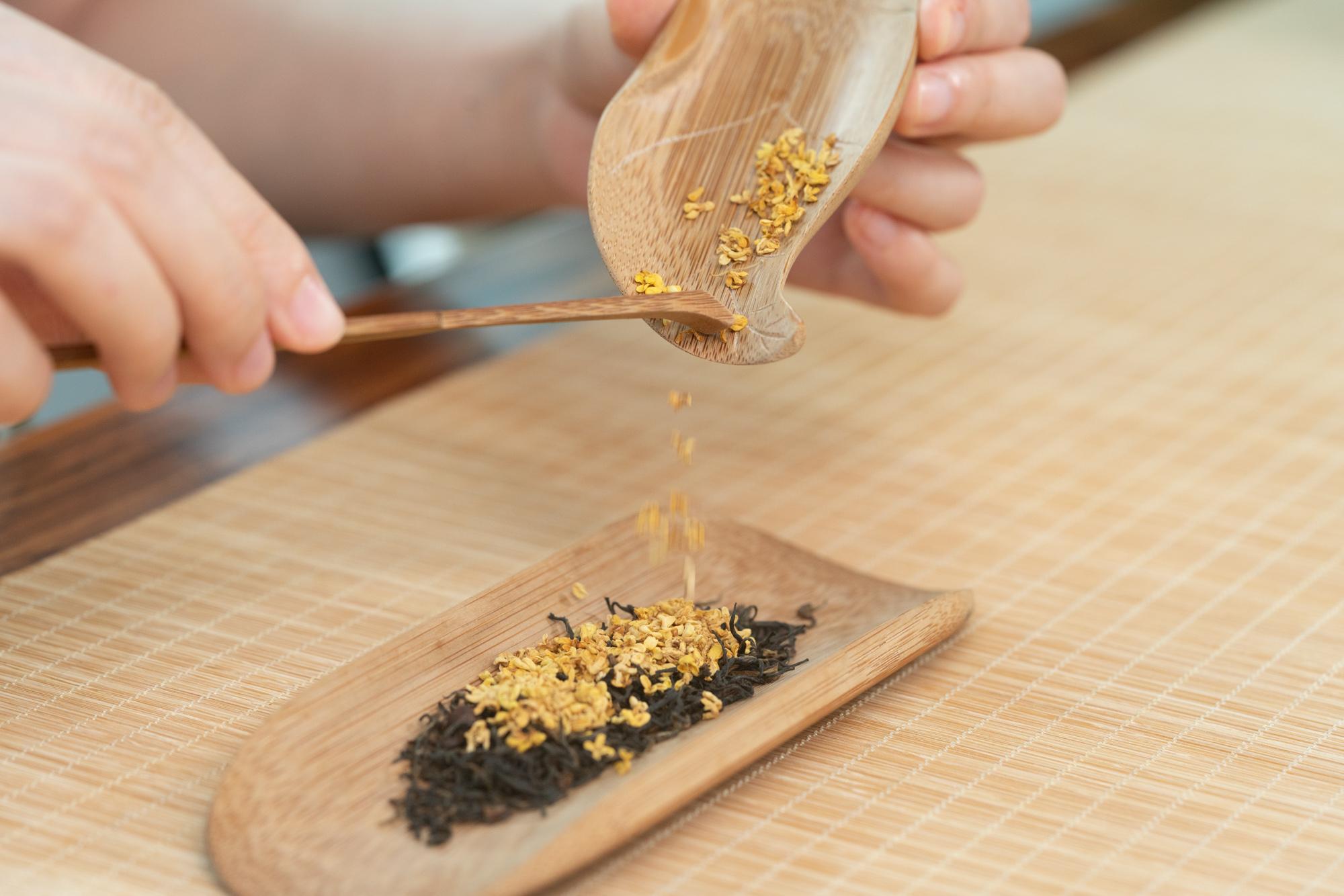小喜年:饮桂花酒是中秋习俗,提前饮一杯桂花茶如何?
