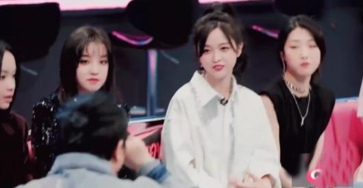 """韩红在《爆裂舞台》大秀""""脸盲"""" 问陈卓璇你的老板是杜华吗"""