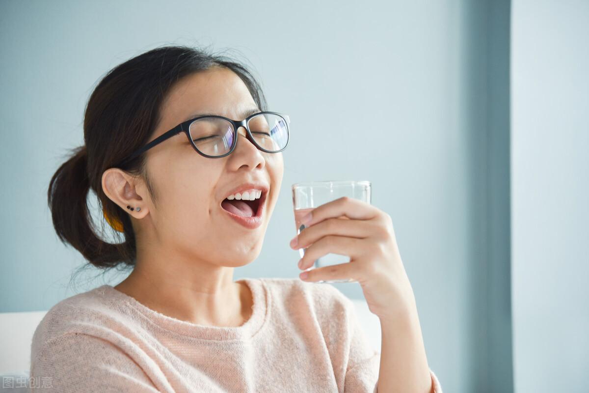 喝水越多对肾脏的损害就越大?让医生告诉你,怎么喝水才不伤肾