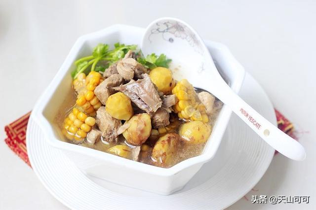 这鸭肉做法很补人,几种食材叠加,能量满满,霜降后吃真好