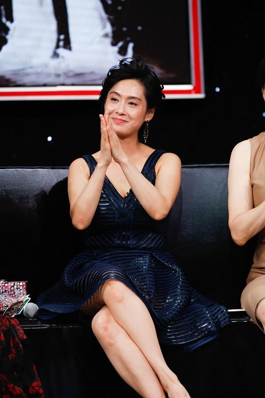 林青霞固然大了朱茵16岁,但穿上优雅的短裙,显得年轻很多4799 作者:admin 帖子ID:21634