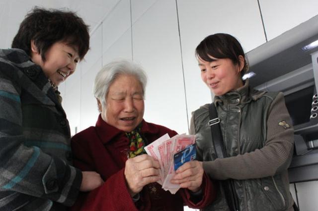 """2022年养老金还涨吗?官方释放出""""信号"""",2类人""""有福""""了"""