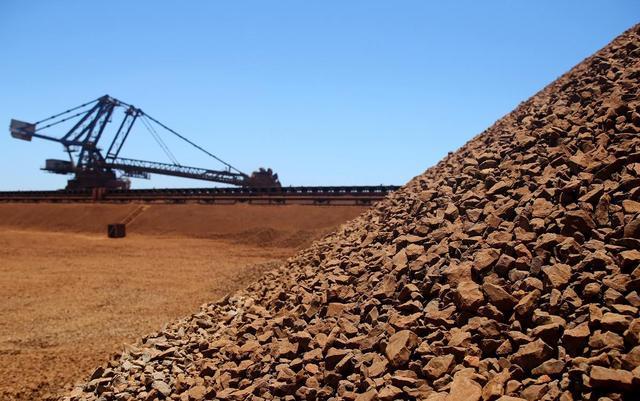 铁矿石价格雪崩,澳大利亚对付中国的王炸,为何变成中国的棋子?