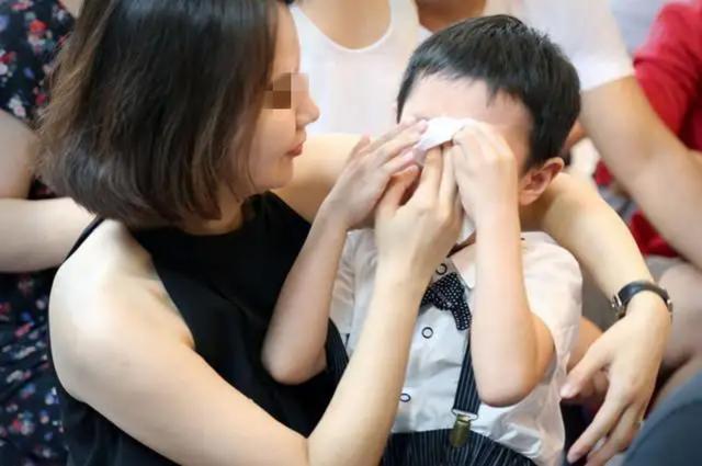 """李玫瑾教授:养育男孩要守好""""4个原则"""",孩子长大后更出色"""