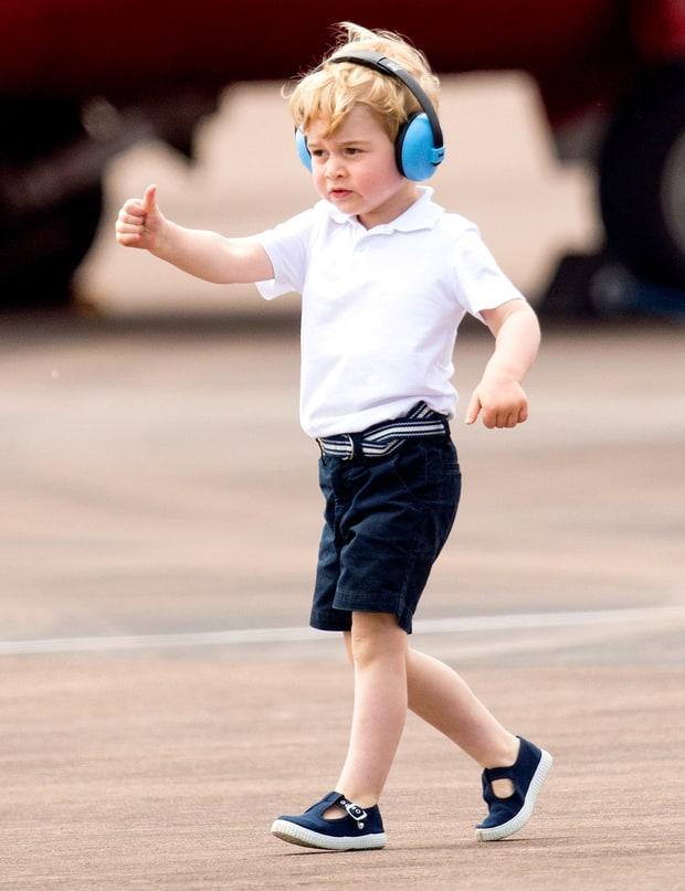 梅根的小细腿,威廉的弹力裤,凯特的太阳裙,一不留神就挨批