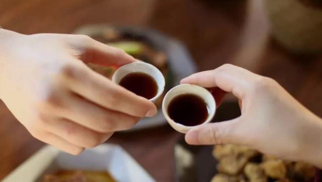 """看著不上""""檔次"""",口感卻極好的1種國産小酒,真正好喝不貴"""