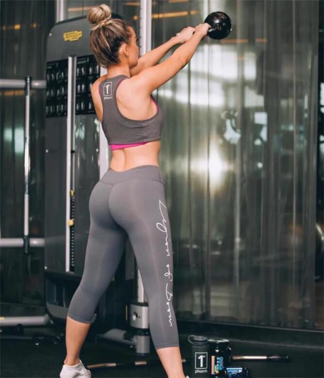 澳洲头号健身女神,身材比例近乎完美,性感迷人,你觉得美吗?