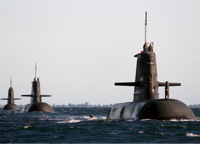 怂了?卖澳洲核潜艇,闯大祸!拜登连夜致电马克龙,不该针对中国