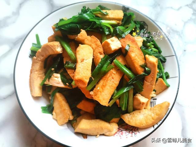 這菜吃法真解饞,簡單炒炒就上桌,鈣質高味道鮮,挑食孩子也愛吃
