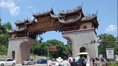 成都有个黄龙溪古镇,一家人周末旅走的避暑主意地