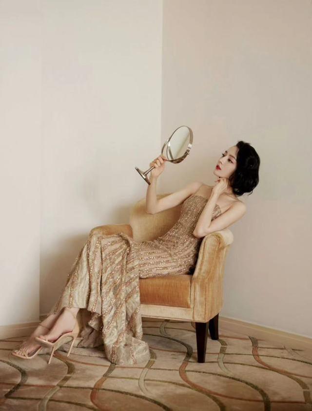 礼服解析来咯,活动的时候借鉴迪丽热巴的礼服,一出场就很吸睛
