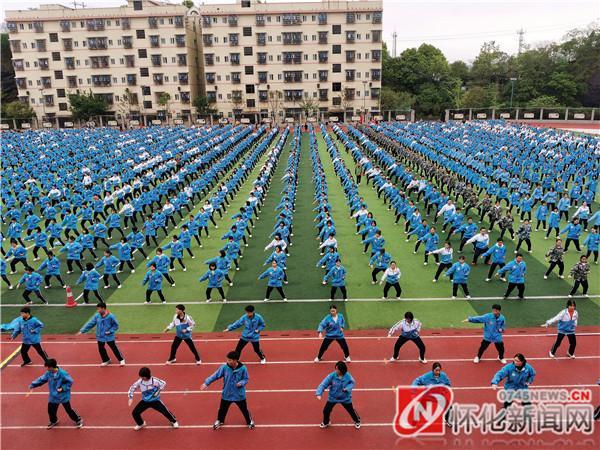 新晃一中大课间新增武术健身操 体育锻炼中传承传统文化