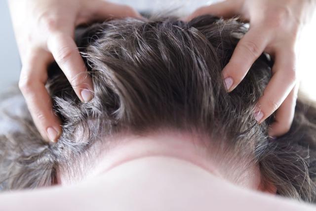 白发越长越多可能不是因为老了 或跟缺乏这2种维生素有关