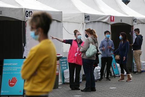 澳大利亚女子伪造疫苗免打证明 牟利40多万元被捕