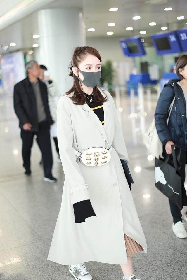 40岁的陈乔恩越来越美了,穿黄色大衣配牛仔裤,像20岁少女一样寻常4467 作者:admin 帖子ID:23440