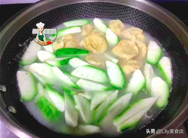 秋天,这三样食材一起煮汤,实在是太鲜美啦,比鸡汤还鲜,特养人