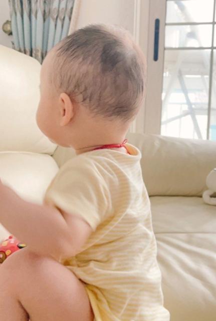 张馨月生女儿后始回娘家,未必泄露小名叫格格,侧脸可爱胎毛奇怪