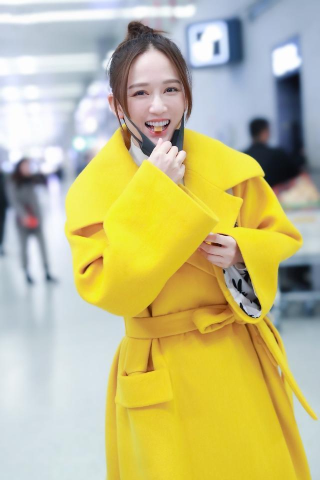40岁的陈乔恩越来越美了,穿黄色大衣配牛仔裤,像20岁少女一样寻常4844 作者:admin 帖子ID:23440
