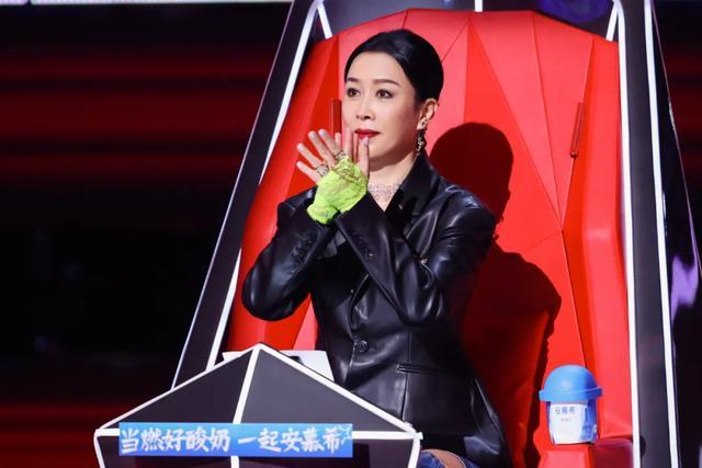 《2021中国益声音》连环抢位战引发残酷淘汰,董书含温暖歌声治愈舞台