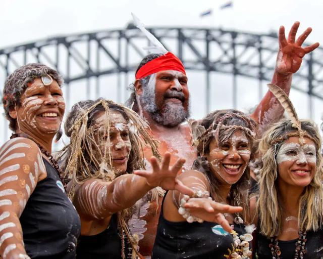 澳洲土著预期寿命较短,担心钱没领到人没了,起诉政府要提早领钱