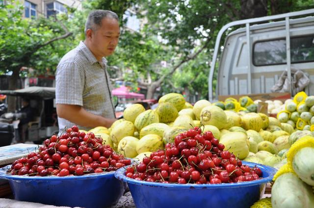 45歲男子不喝酒,尿酸仍高達510,只是他把水果當飯吃