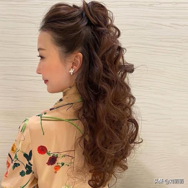 女士发型款式那么多,这么时尚有气质的却不多,15款送给你