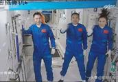 天和号3名航天员每天消耗氧气1500升,半年就得27万升,怎么来?
