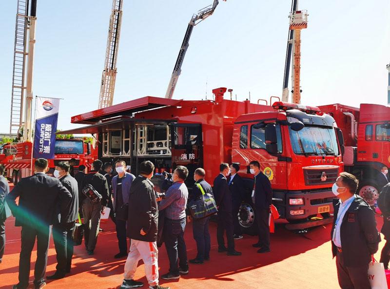 占据消防展半壁江山 中国重汽用实力诠释高端重卡