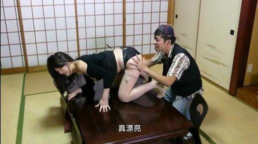 朋友妈妈: 年轻的母亲[做一个推倒岳母的男人]影片剧照5