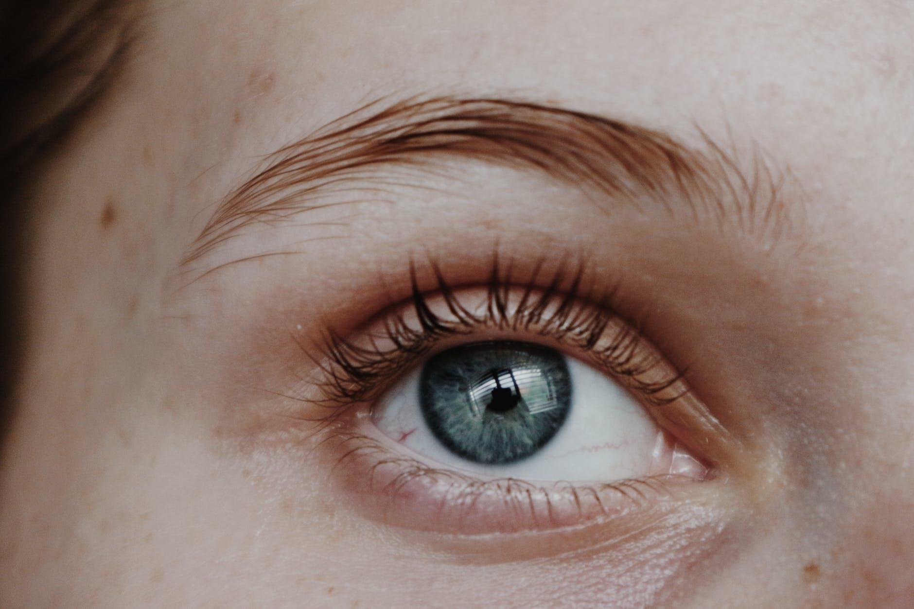 左眼跳灾,右眼跳财?眼皮跳其实有2大预兆