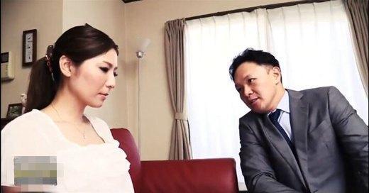 穿长筒袜的有夫之妇/要得到美妻影片剧照4