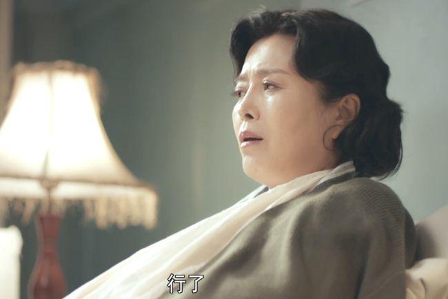 除佟丽娅外,谍战剧《霞光》中还藏着一个秘密:她当年为孙红雷抛弃亲闺女,首次同框的她们15年间仅见过两回