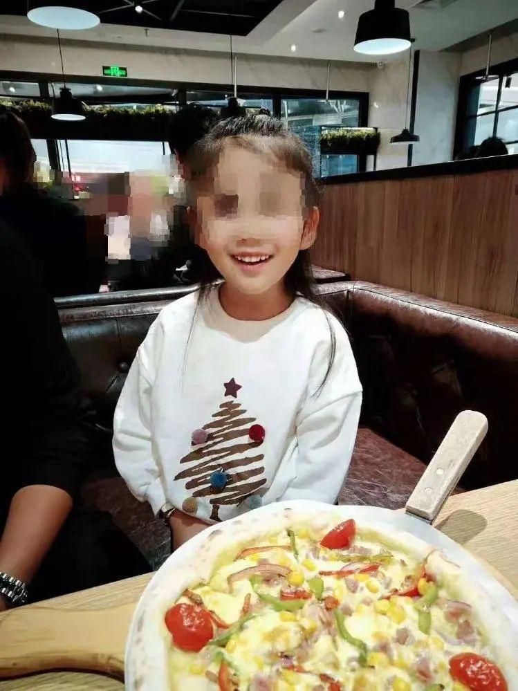 抚顺6岁女童遭亲妈及其男友虐待案明日开庭 父亲:一直在做心理辅导,孩子上学后精神状态好多了