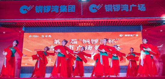江西吉安:绵延2公里广场舞为祖国庆生 挑战吉尼斯纪录