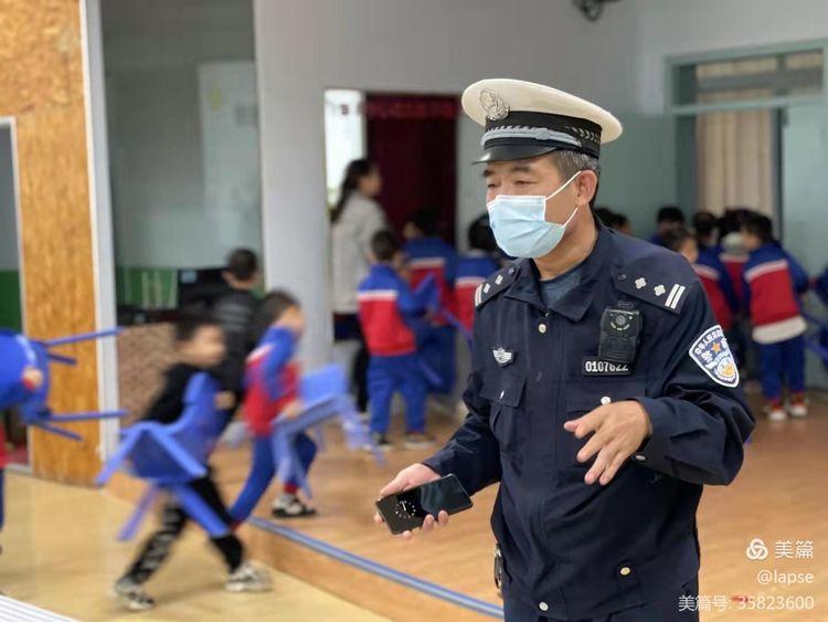 公安阎良分局新兴派出所到新兴幼儿园开展法制教育与交通安全教育活动