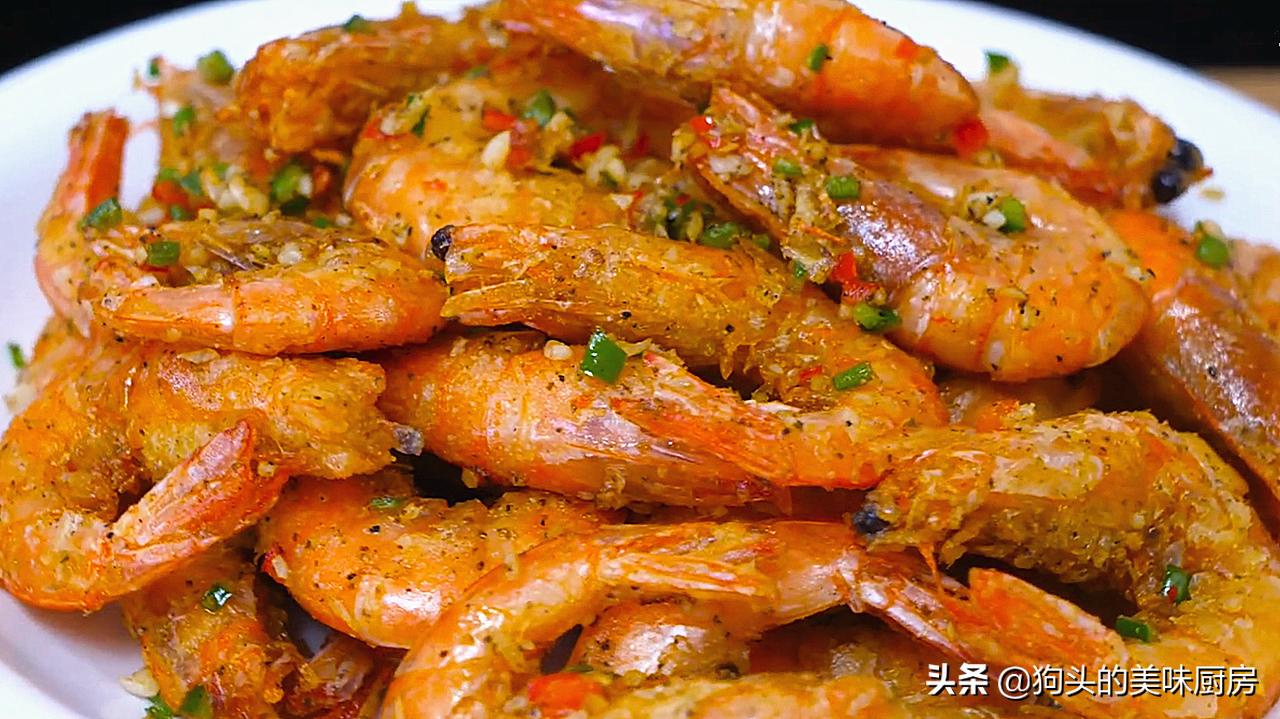 长假在家跟广东大厨学椒盐虾,焦香酥脆做法很简单,吃着特别过瘾