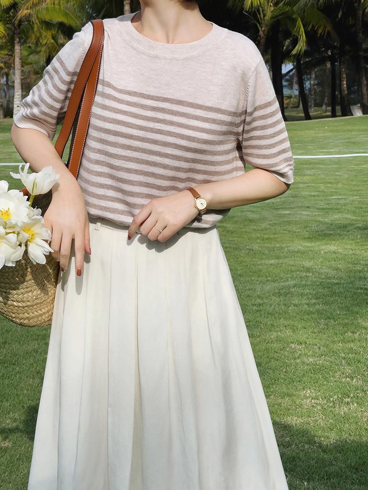 終於把條紋襯衫的「穿搭精髓」穿出來了!搭配薄紗半身裙,真檔次 形象穿搭 第11張